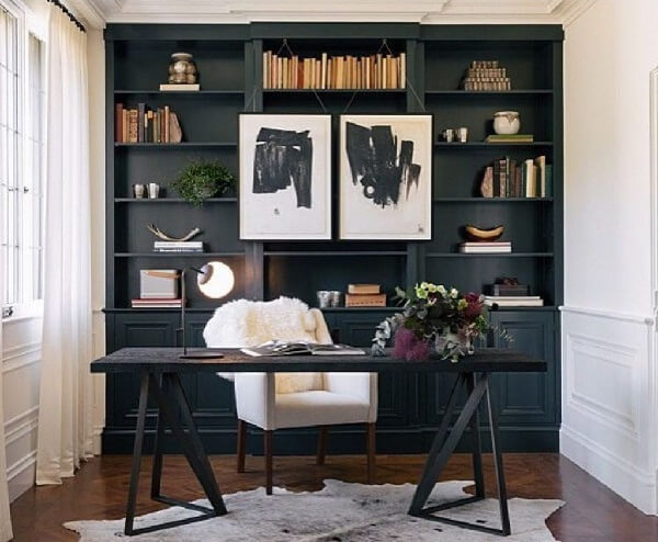 Escrivaninha preta com design contemporâneo