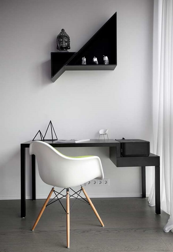 Escrivaninha preta com design minimalista
