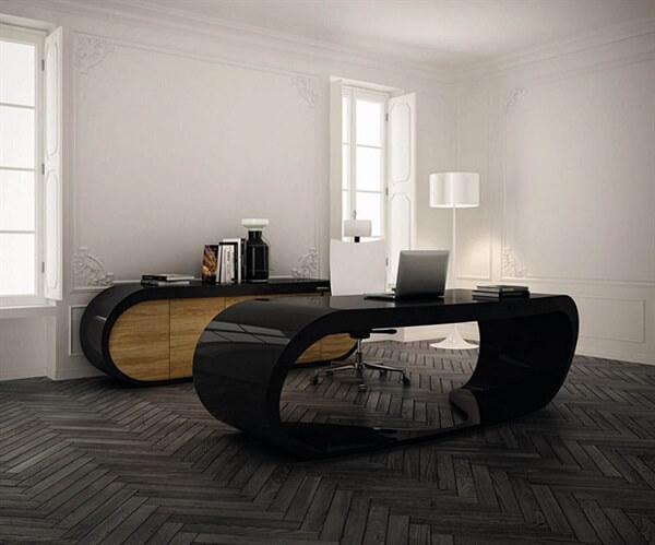Escrivaninha preta com design orgânico arredondado