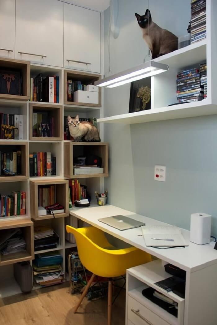 Cadeira para escritório do tipo Eiffel amarela