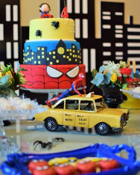 Festa do homem aranha com bolo de pasta americana