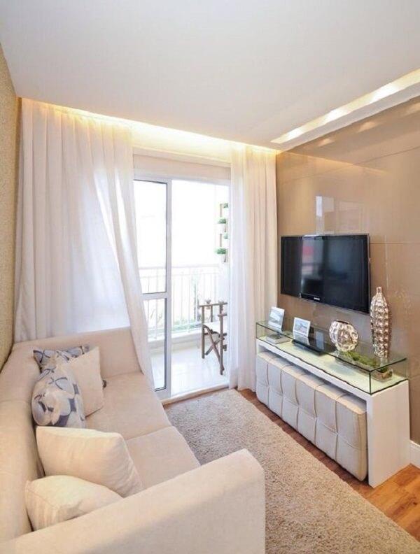 Forro de gesso drywall com rasgo de luz acima do rack e cortineiro iluminado