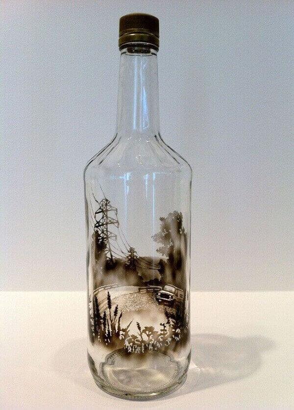 Garrafa de vidro decorado com fumaça de vela