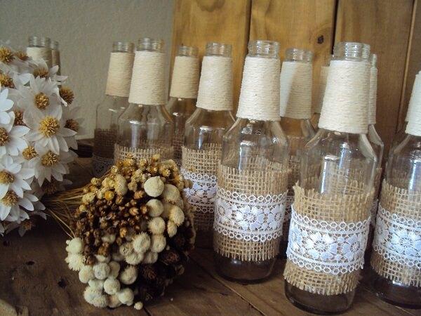 Garrafa de vidro decorado com linha de sisal, juta e renda