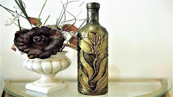 Garrafa de vidro decorado com papel de seda e flor de EVA