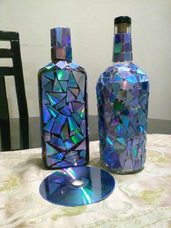 Garrafa de vidros decorados com reaproveitamento de CD