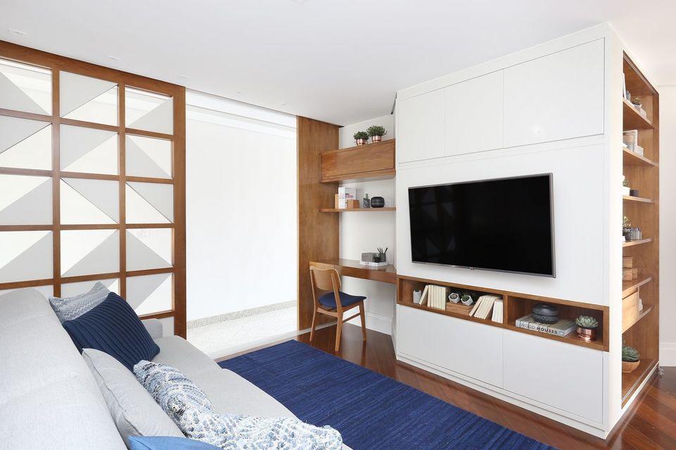 Home para sala - painel para tv branco com nichos embutido