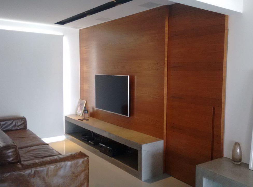 Home para sala - painel para tv em madeira com nicho em alvenaria