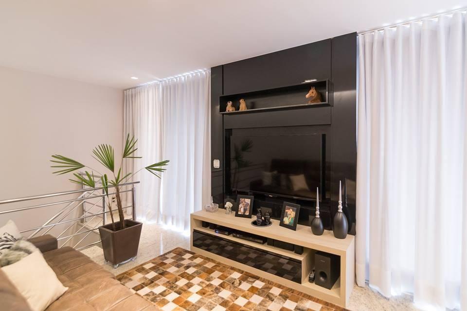 Home para sala - painel para tv preto com rack