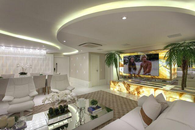Home para sala - sala clássica com painel para tv iluminado