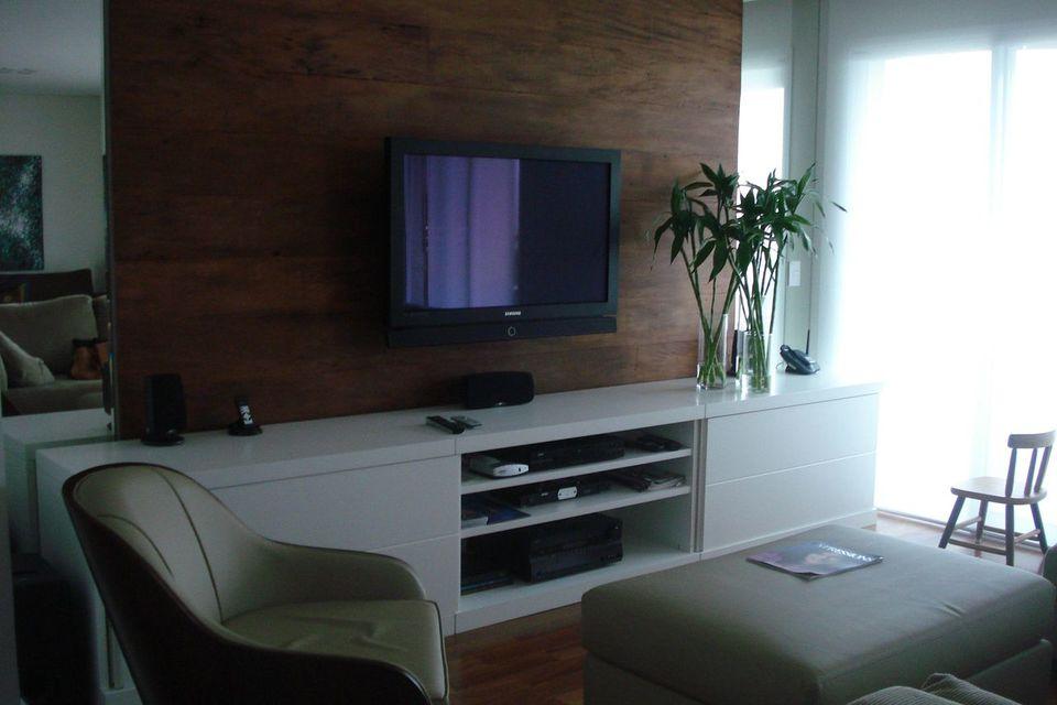 Home para sala - sala de estar com painel para tv marrom