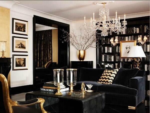 Inclua o dourado em pequenos itens presentes na sala de estar