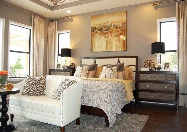 Inclua o dourado na decoração do quarto de casal