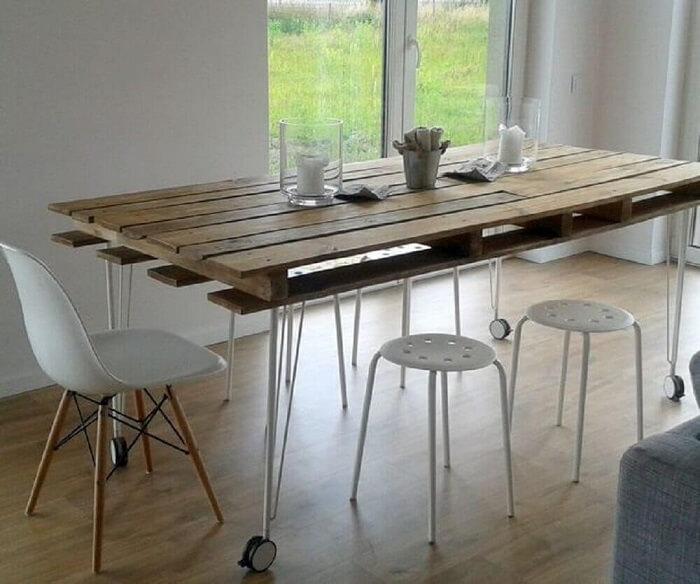 Invista em uma mesa retangular de pallet para o ambiente de sala de jantar