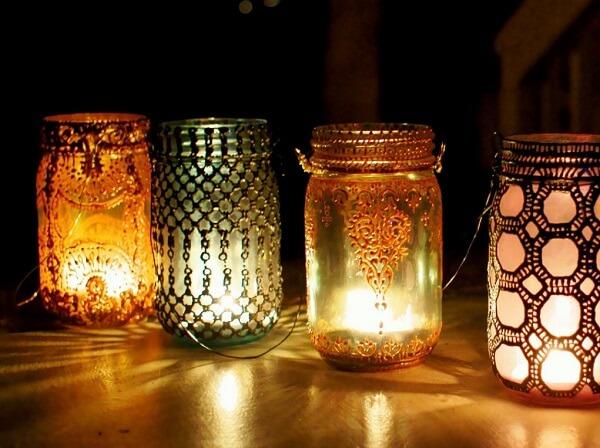 Lanterna marroquina criada com vidro decorado