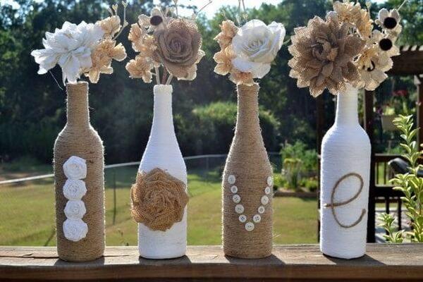 Love escrito em garrafa de vidro decorado