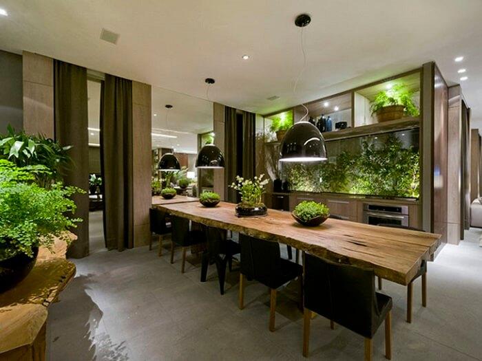 Mesa retangular com estrutura de madeira traz conforto ao ambiente