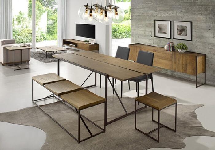 Mesa retangular de madeira com design criativo