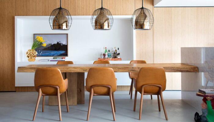 Mesa retangular de madeira para seis lugares