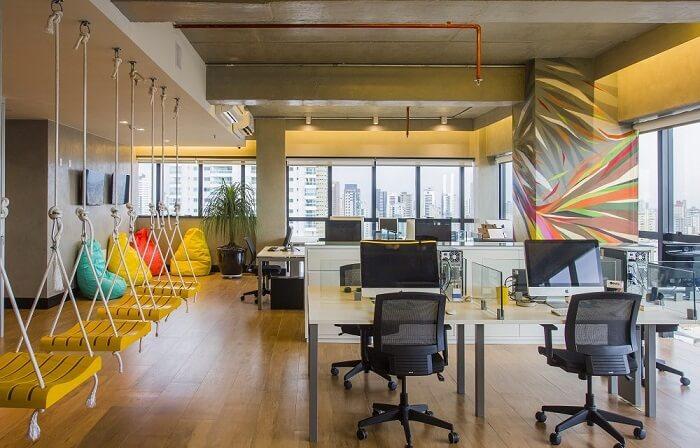 Modelos de cadeira para escritório com estrutura de tela e rodízios