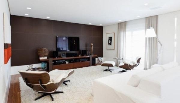 Moldura de gesso cortineiro utilizada nessa sala de estar