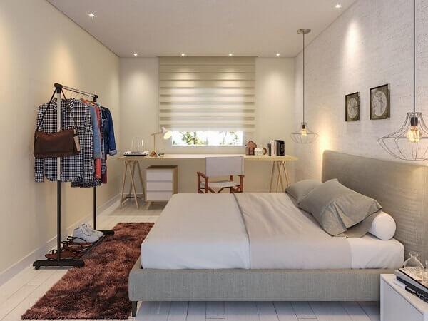 No dormitório moderno, as persianas para quarto romana podem ser instaladas próximas às bancadas com cavaletes