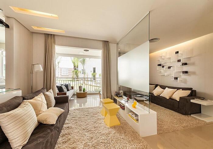 Para ampliar sem reformas o piso da sala de estar se estendeu até a varanda