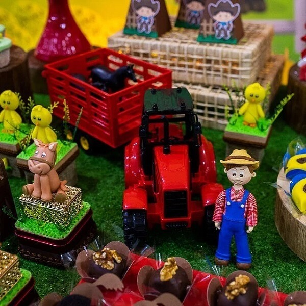 Farm themed toys can also make up the table