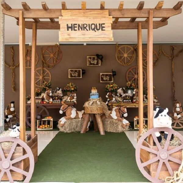 The elements in wood can not miss in the farmhouse party