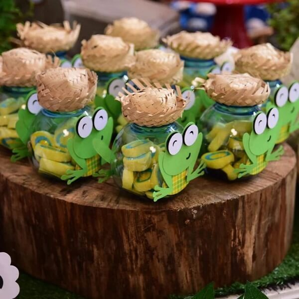 The little frog farmers add value in decoration
