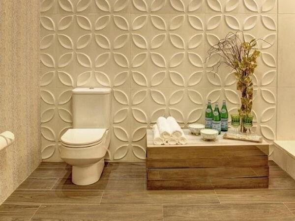 Painel de gesso complementa a decoração do banheiro