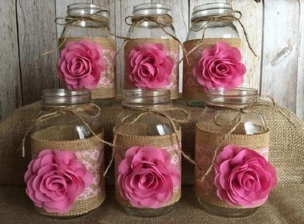Pote de vidro decorado com juta e flor de tecido