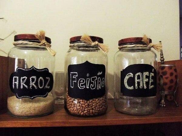 Potes de vidro decorados para mantimentos com nomes