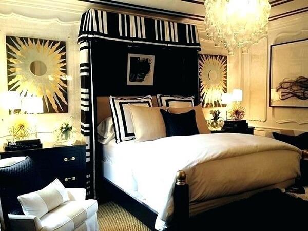 Preto e dourado para a decoração do quarto de casal
