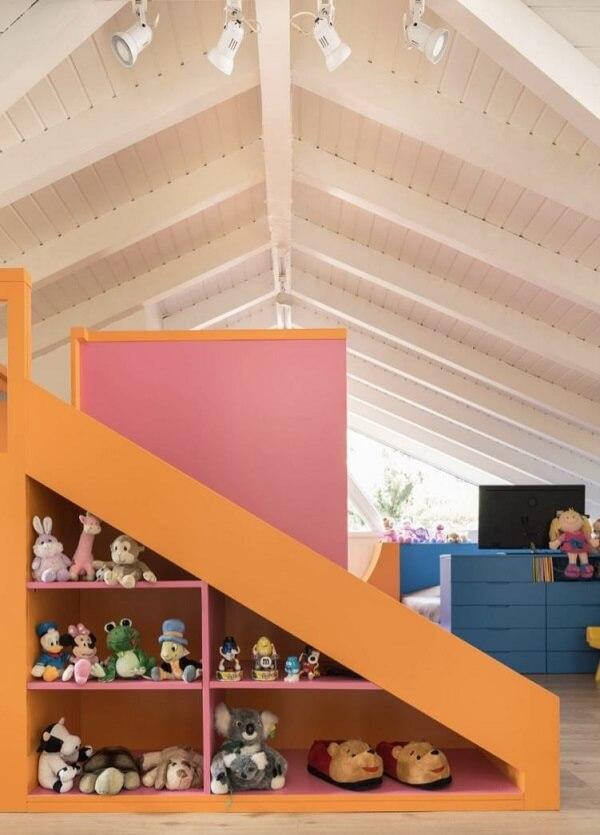 Que tal aproveitar a área do sótão para montar uma brinquedoteca para as crianças?