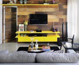 Rack para sala com cor vibrante encanta a decoração