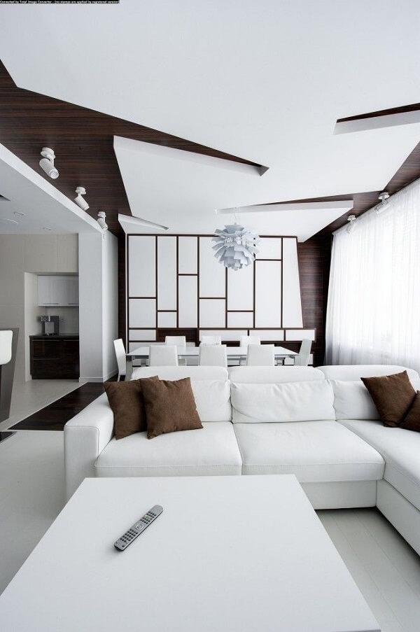 Sala de estar e jantar moderna com teto de gesso trabalhado