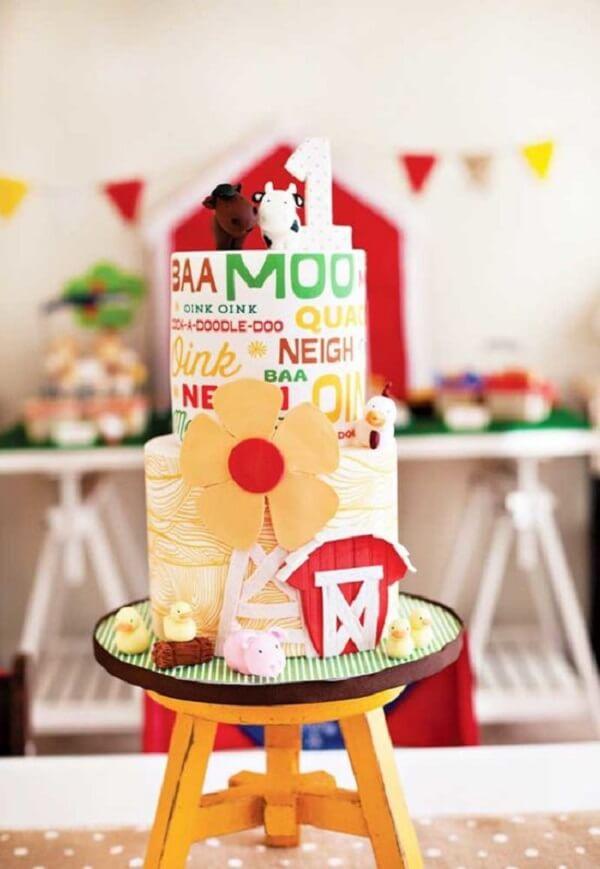 Um bolo festa fazendinha diferente e estiloso