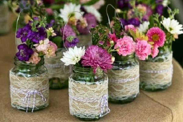 Vasos de potes de vidros decorados com juta