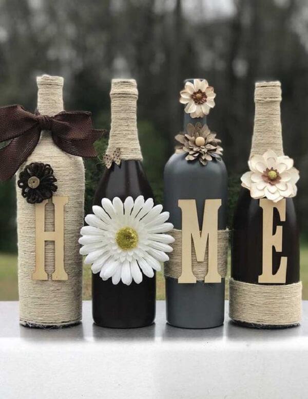 """Vidros decorados formando a palavra """"HOME"""""""