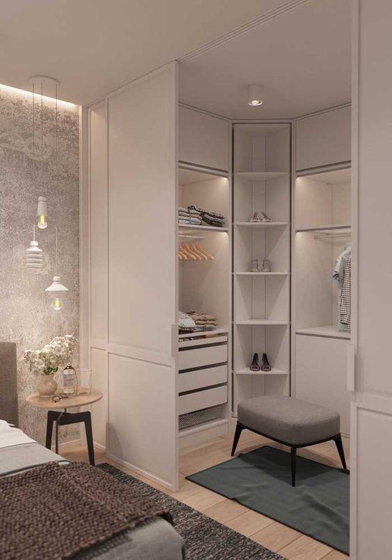 armário de canto - armário de canto branco em quarto com prateleiras