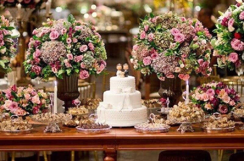 arranjo de flores como enfeites para mesa de casamento Foto Meu Casamento