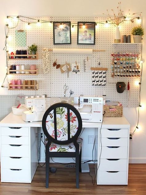 atelier de costura - ateliê com cadeira florida