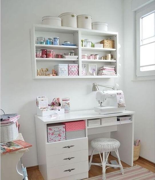 atelier de costura - ateliê de costura pequeno com nichos
