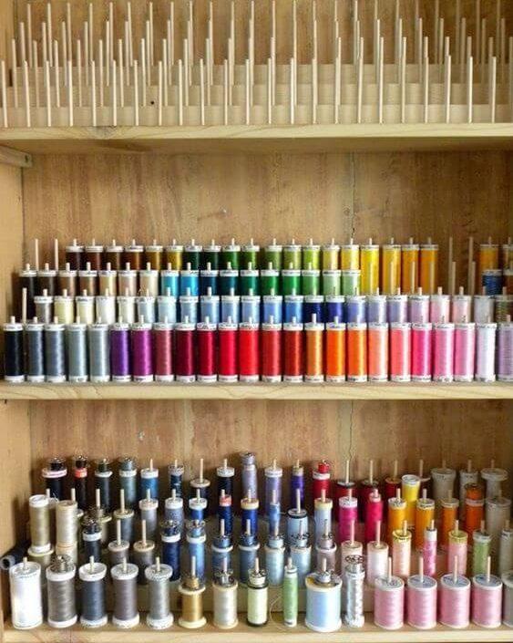 atelier de costura - painel de linhas de costura coloridas