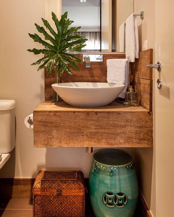 bancada de madeira - banheiro simples com bancada de madeira quadrada