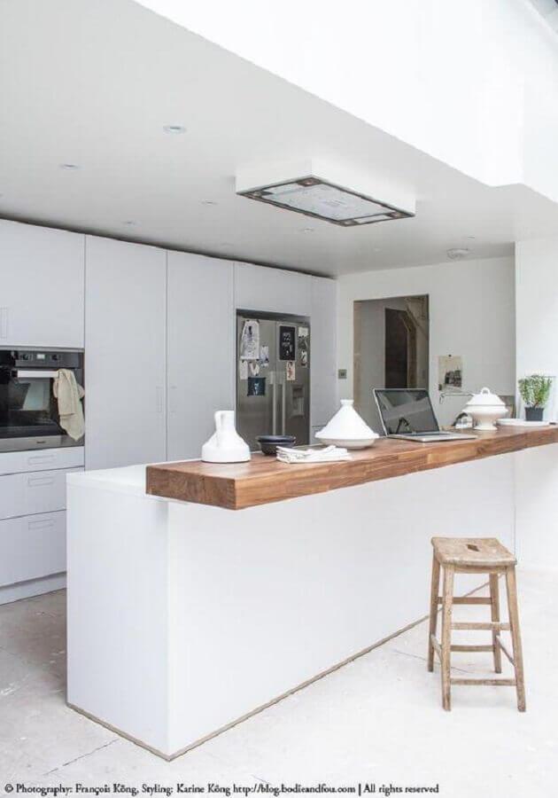 bancada de madeira para decoração de cozinha branca Foto Bodie and Fou