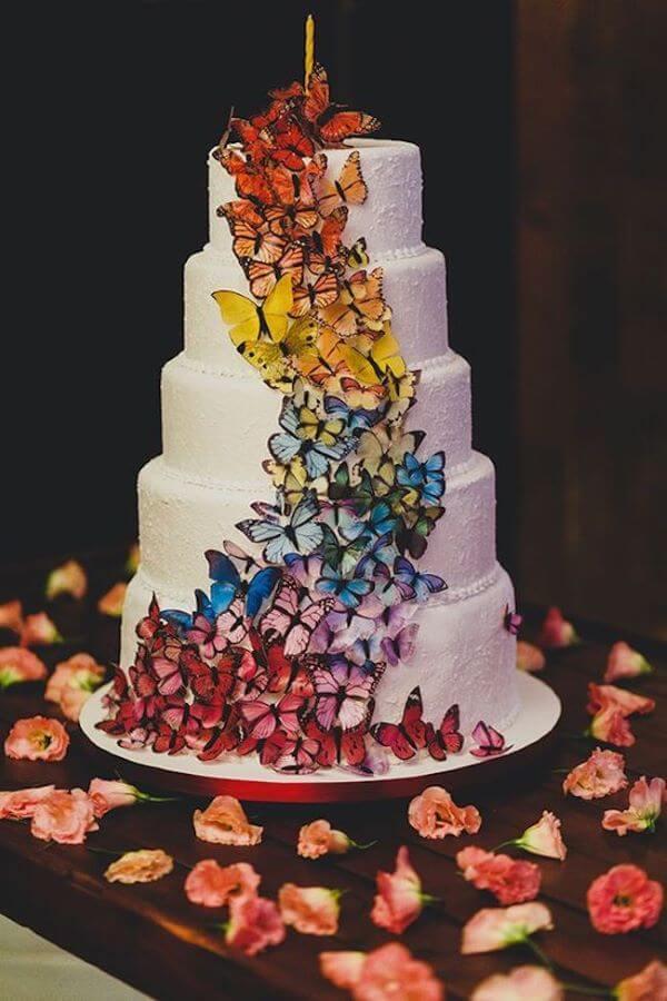 Bolo de 15 anos decorado com borboletas
