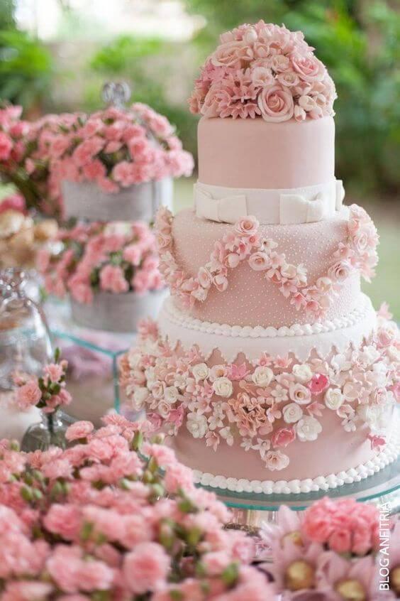bolo de 15 anos cor de rosa