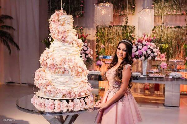 Fotos de bolo de 15 anos gigantes e lindos